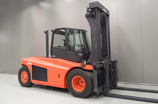 Rent a high tonnage forklift truck